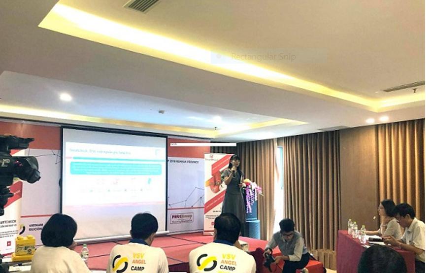 Bà Trần Thị Thanh Hảo- CEO Smartcheck thuyết trình về giải pháp chống giả Smartcheck